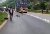 Tai nạn giữa xe máy và xe container, 2 người tử vong