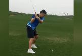 Thủ môn Đặng Văn Lâm đánh golf hài hước