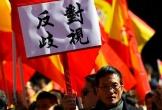 Người Trung Quốc biểu tình khi ngân hàng Tây Ban Nha đóng băng hàng loạt tài khoản
