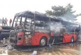 Quảng Nam: Xe khách giường nằm đang đậu bỗng cháy rụi