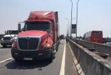 Xe tải đâm xe container trên cao tốc, 2 người tử vong