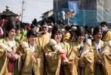 """Hàng nghìn người hào hứng tham gia lễ rước """"của quý"""" khổng lồ"""