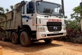 """Quảng Bình: Xe trọng tải lớn """"cày xới"""" con đường liên thôn, dân bức xúc"""