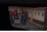 Xuất hiện clip kẻ lạ khiêng thùng hồ sơ dự thầu ra khỏi trụ sở ở Quảng Bình