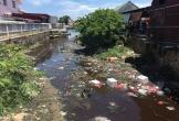 Quảng Bình: Kinh hãi nước sông đen ngòm, lềnh bềnh rác