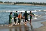 Quảng Bình: Tìm thấy nạn nhân mắc kẹt trong tàu cá NA93010TS