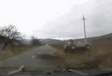 Ô tô lộn vòng kinh hoàng, hất văng người phụ nữ ra khỏi xe
