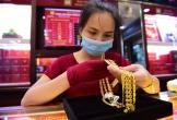 Thận trọng trước biến động của giá vàng