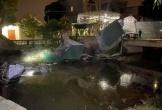 Xe Mercedes lật ngửa dưới kênh, tài xế tử vong