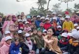 Hoa hậu Đỗ Thị Hà lần đầu trổ tài ca hát khi đi từ thiện ở Quảng Bình