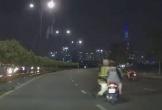 CSGT bị xe máy kéo lê trên đường ở Sài Gòn