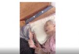 """Nghẹn ngào khoảnh khắc mẹ 105 tuổi bật khóc khi gặp con gái 84 tuổi sau 4 tháng giãn cách: """"Má nhớ con thiệt mà hổng biết con ở đâu"""""""