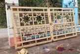 Cổng sắt trường mẫu giáo đổ sập, bé 4 tuổi tử vong