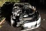 Nghi vợ ngoại tình, tưới xăng đốt xe ô tô sếp của vợ