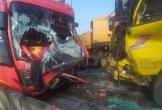 Tai nạn trên cầu Gianh, tài xế xe tải tử vong, QL1A tắc đường nghiêm trọng