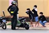 Xôn xao Clip cảnh sát phạt ba học sinh 'thụt xì dầu'