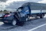 Khoảnh khắc xe con lấn làn, đấu đầu xe tải, 3 người tử vong