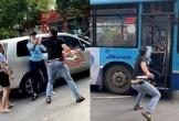 CLIP: Người đàn ông cầm dao ghì cổ, đe dọa phụ xe buýt