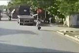 Không quan sát, cô gái tông thẳng vào xe đầu kéo ở Hải Phòng