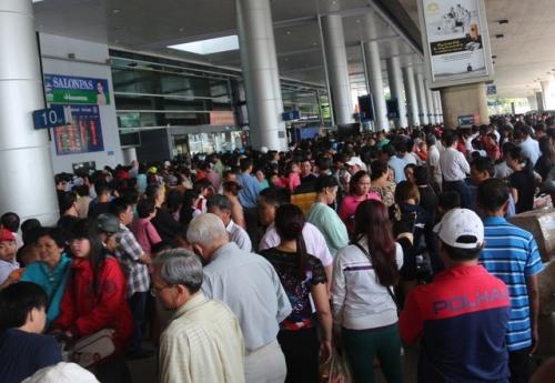 hành khách qua sân bay