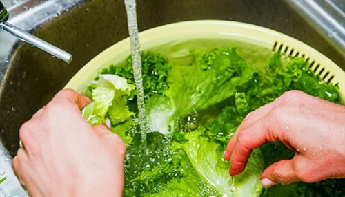 Cách rửa rau để loại bỏ thuốc trừ sâu gây hại