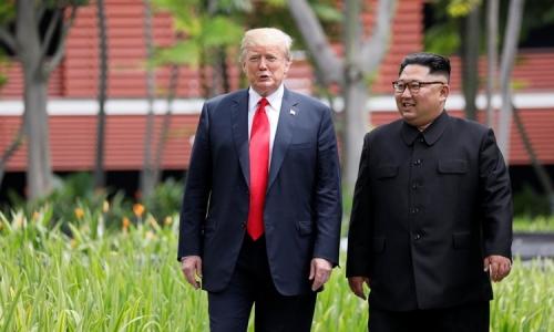 Trump (trái) và Kim Jong-un gặp nhau